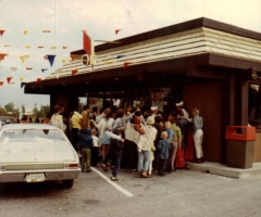 The former Burger Chef at 86th Street and Ditch Road (Greenbriar) in Indianapolis. The crowd outside is waiting for the store to be unlocked on opening day, probably around 1970 based on the logo - it was the first used by General Foods when they took over.  Photo is courtesy Richard Patton, Jr.