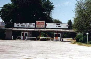 The ticket booth in 1998, and today (bottom). Photo courtesy of DriveInTheater.com