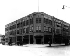The Fisher Automobile Company at 400 North Capital in 1914. Photos from the W. H. Bass Photo Company Collection, Indiana Historical Society.