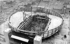 Workers erecting temporary supports for the construction of the dome - after construction the steel ring around the upper edge supported it.